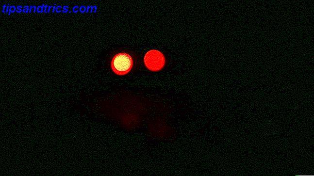 Comment faire des yeux rougeoyants de Halloween Spooky pour moins de 5 $