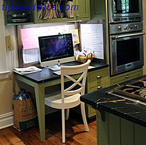 Instalar una computadora en la cocina es una idea brillante.  No solo ofrece consejos de cocina y recetas donde los necesita, también puede mantener su lista de compras digital y sincronizada en la nube o utilizarla para entretenerse.