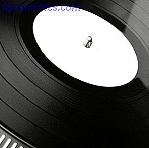 Netlabels sono etichette discografiche online che distribuiscono la musica principalmente in formati audio digitali, come MP3, Ogg Forbis o WAV.  In genere, i netlabels offrono una grande parte delle loro pubblicazioni gratuitamente, spesso sotto una licenza Creative Commons.