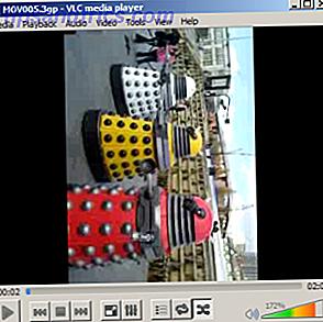 Je cherchais récemment sur mon disque dur à la recherche d'un clip vidéo spécifique enregistré lors d'une fête de Noël il y a quelques années.  En parcourant les clips résultants, j'ai remarqué que certains ne seraient pas lus;  d'autres étaient à la mauvaise orientation pour la visualisation sur un ordinateur, tandis que d'autres avaient besoin d'une sérieuse retouche.