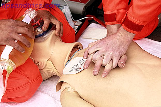 Claro, puedes vendar un corte, pero ¿puedes entablillar una extremidad rota?  ¿Sabes qué hacer si alguien ha sufrido una quemadura grave?  ¿Podrías salvar la vida de alguien con RCP?
