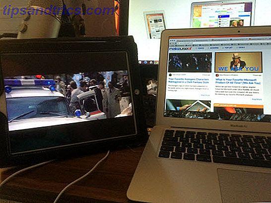 U kunt nu een iPad-app gebruiken om uw verzameling schermen uit te breiden door uw tablet van $ 500 te veranderen in een kleine, draagbare monitor.  Het heet Duet.