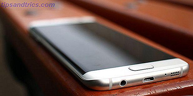 Samsung er tilbake igjen med noen nye smarttelefoner: Galaxy S7 og Galaxy S7 Edge.  Det er fortsatt en premium-enhet med unikt buede kanter, men bør du vurdere å oppgradere?