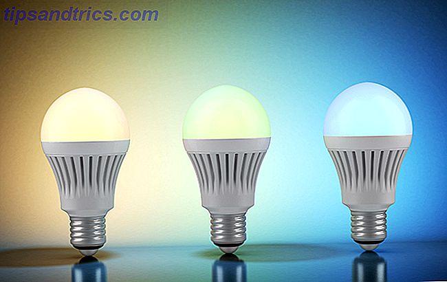Les deux interrupteurs intelligents et les ampoules intelligentes rendent l'automatisation de votre éclairage à la maison plus facile que jamais.  Mais lequel devriez-vous installer?  Voici comment choisir le bon appareil pour un contrôle intelligent de l'éclairage dans votre maison.