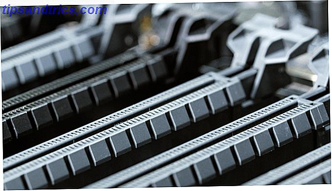 Besoin d'ajouter un réseau sans fil à votre ordinateur?  Vous avez deux options: des adaptateurs réseau PCI-e ou des solutions sans fil USB.  Jetons un coup d'oeil sur les avantages et les inconvénients de chacun.